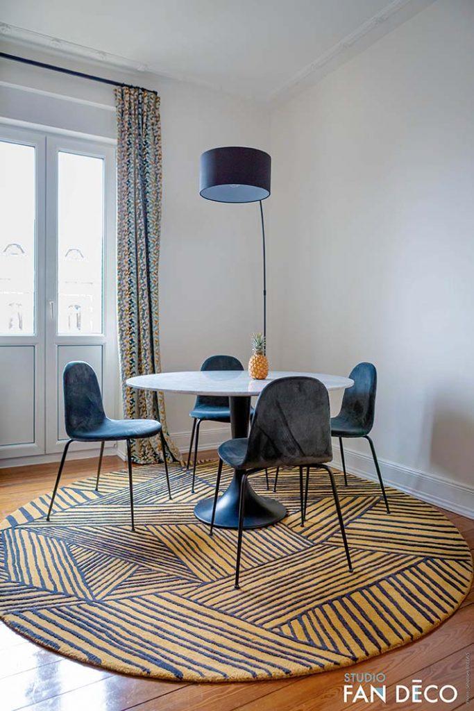 Une salle à manger contemporaine chaleureuse à strasbourg, décorée par Fanny Michel, Décoratrice UFDI à Strasbourg, 67